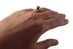 Mano-Federica-anello-Mela